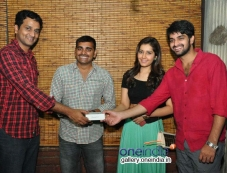 Oohalu Gusa Gusalaade Team with Radio Mirchi Winners Photos