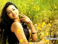Radhika Apte in Vetri Selvan Photos
