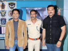 Ajay Devgan Promotes Singham Returns on the sets of CID Photos