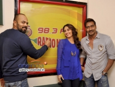 Rohit Shetty, Kareena Kapoor Khan, Ajay Devgn Photos