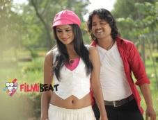 Deepika Das and Vijay in Kanji Pinji Love Photos