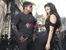 Duniya Vijay and Soundarya Jayamala in Simhadri Photos