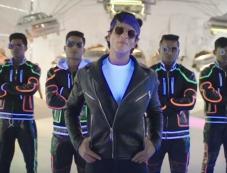 Shahrukh Khan in Dilwale Tukur Tukur Song Still Photos