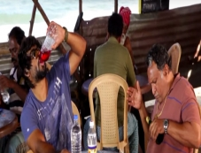 R Madhavan Gets Drunk on the Set of Saala Khadoos Photos