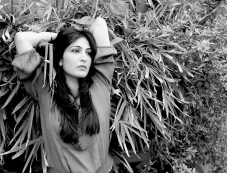 Ayn Zoya Photos