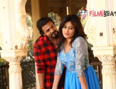 Vijay Raghavendra And Nidhi Subbaiah In Nanna Ninna Prema Kathe Photos