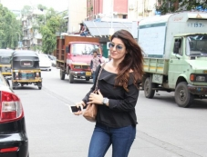 Twinkle Khanna Spotted At Bandra Photos