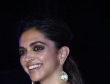 Deepika Padukone Looks Stunning At GQ Fashion Nights Photos