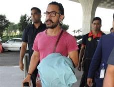 Aamir Khan Spotted At Mumbai Airport Photos