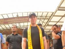 DJ Hardwell Visits Siddhivinayak Temple Photos