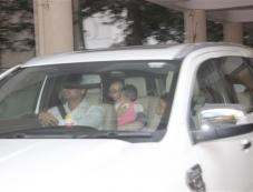 Soha Ali Khan With Daughter Spotted At Kareena's Mom House Bandra Photos