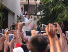 Amitabh Bachchan Fans Meet At Jalsa Photos