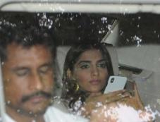 Kareena & Sonam Kapoor Promote Veere Di Wedding At Red Fm In Mumbai Photos