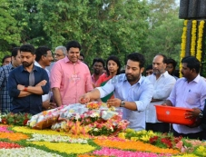 NTR Family Memebers Visited NTR Ghat At Hyderabad On NTR's Birth Anniversary Photos