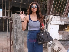 Shilpa Shetty Spotted at kromakay juhu Photos