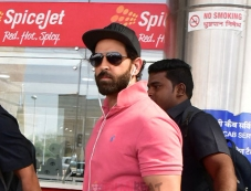 Hrithik Roshan Arrives At Jaipur Airport Photos