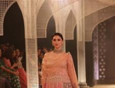 Aditi Rao Hydari Walked Ramp For Desiger Tarun Tahiliani At India Couture Week Photos Photos