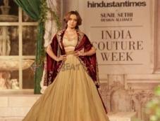 Kangana Ranaut walks ramp for Designer Anju Modi at ICW 2018 Photos Photos