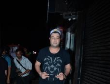 Kriti Sanon, Varun Sharma With Friend Spotted At Bastian Bandra Photos Photos