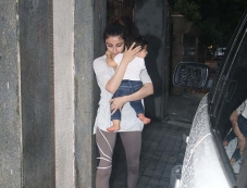 Soha Ali Khan Spotted with Her Daughter In Mumbai Photos