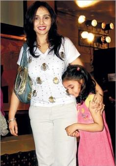 Suchitra Krishnamurthy with daughter