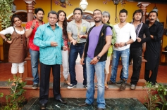 Arshad Warsi, Kareena Kapoor, Mithun Chakraborty, Ajay Devgan, Tusshar Kapoor, Kunal Khemu, Shreyas Talpade