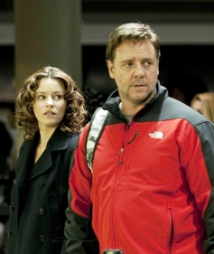Elizabeth Banks and Russell Crowe