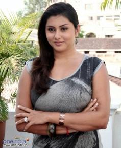 Namitha in Desa Drohi