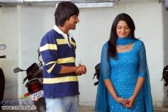 Varun Sadesh with Vimala Raman in Evaraina Epudaina