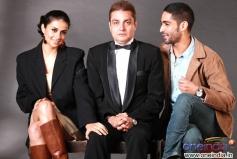 Gul Panag , Vinay Pathak  and Siddharth Makkar in Straight
