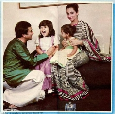 Rajesh Khanna With His Family