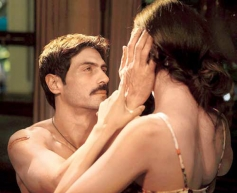 Arjun Rampal Intimate Scene With Esha Gupta