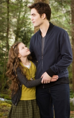 Mackenzie Foy and Robert Pattinson