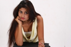 Idhu Charuvoda Dating Hot Pics