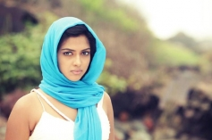 Nimirnthu Nil Actress Amala Paul