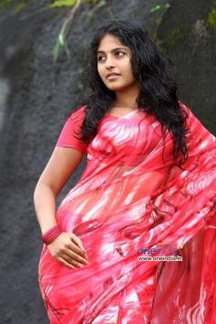 Anjali in Telugu Film Naluguru Snehitula Katha