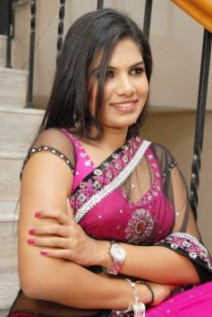 Glamorous Neelam Shetty