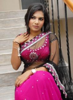 Sizzling Neelam Shetty