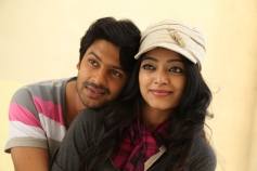 Pagaan Movie Romantic Still