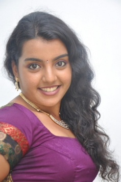 Divya Nagesh Pictures
