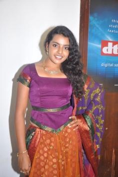Divya Nagesh Photos