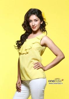 Charming Samiksha Singh