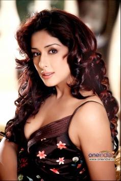 Attractive Samiksha Singh