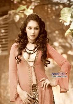 Glamorous Samiksha Singh