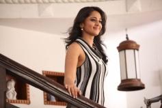 Thulli Ezhunthathu Kadhal Actress Pics