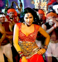 Sameera shoots item song for Chakravyuh