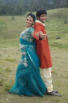 Neengatha Ennam Latest Song Pics