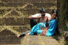 Therodum Veedhiyile Romance Pics