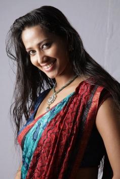 Yaarukku Theriyum Movie Actress Pictures