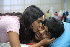 Aadhalal Kadhal Seiveer Romance Photos
